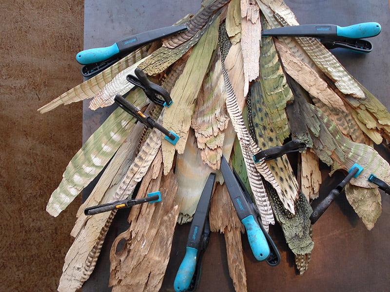 Montage de la sculpture de plume